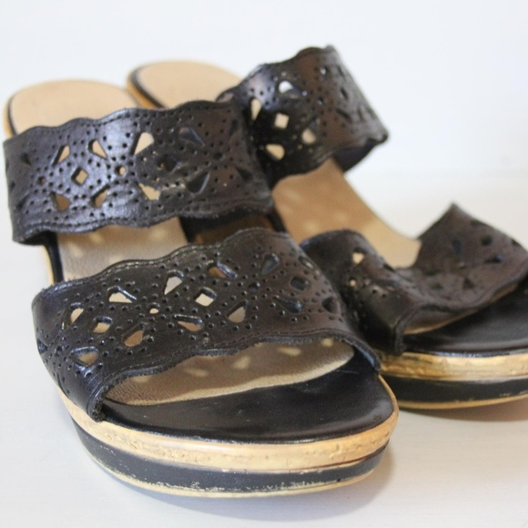 Sotto Sopra Shoes - Sotto Sopra Black Scalloped Wedges Size 7.5